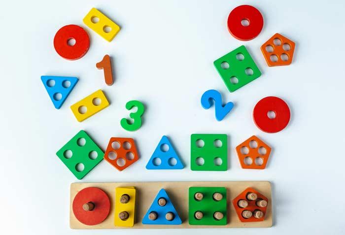 Montessori Holz Spielzeug depositphotos.com
