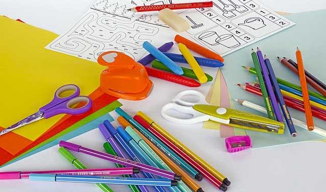 Kinder lieben kreatives Basteln