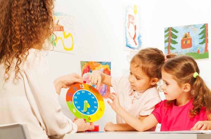 Die Uhr als beliebtes Lernspielzeug