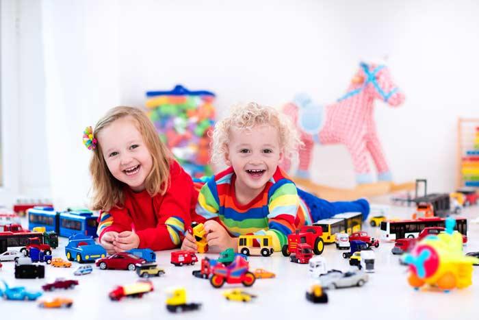 Kleinkinder beim Spielen (depositphotos.com)